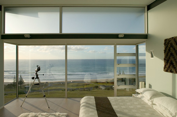 minimalist beach house with bedroom design Minimalist Beach House by Bossley Architects