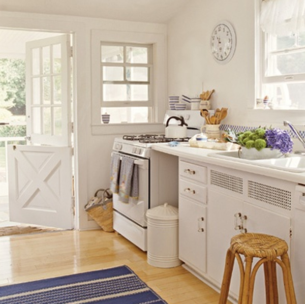 Small and minimalist white kitchen ideas for Small beach cottage kitchen ideas