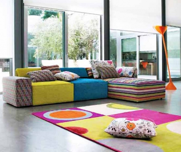 Modern Living Room Decor With Colorfull Fabrics