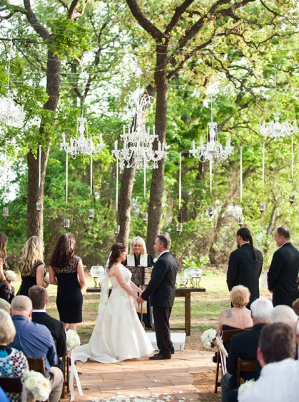 outdoor-wedding-chandelier-for-romantic-wedding-ideas