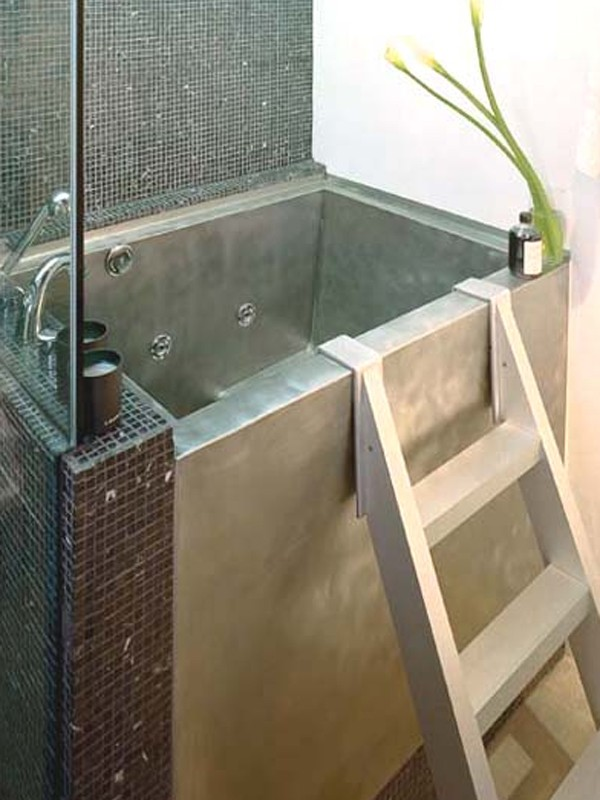 Small modern japanese soaking bathtub for Small japanese bathroom design