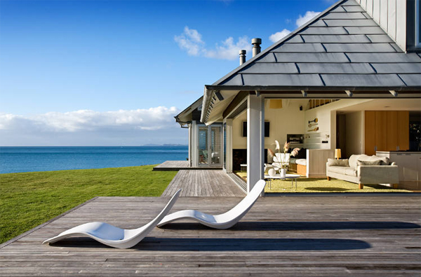 Beach House With Relaxation Outdoor Furnitures In Australia