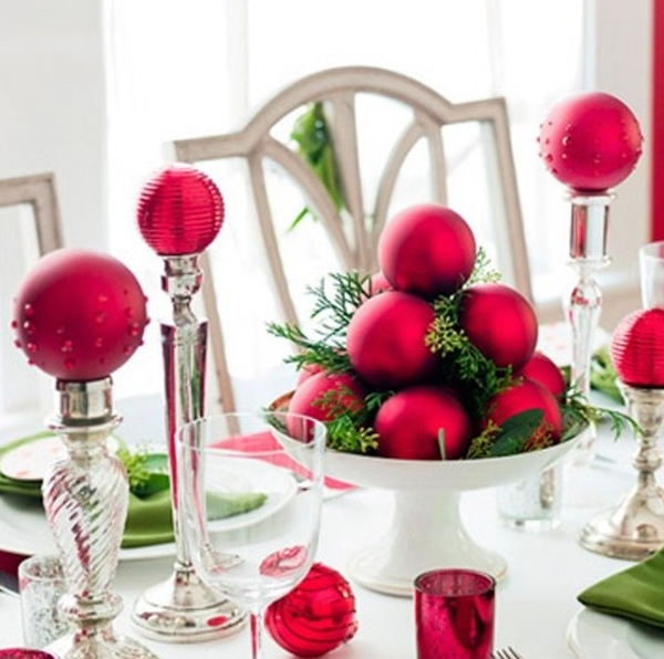 Christmas dining room decoration ideas for Ideas to decorate dining room table for christmas