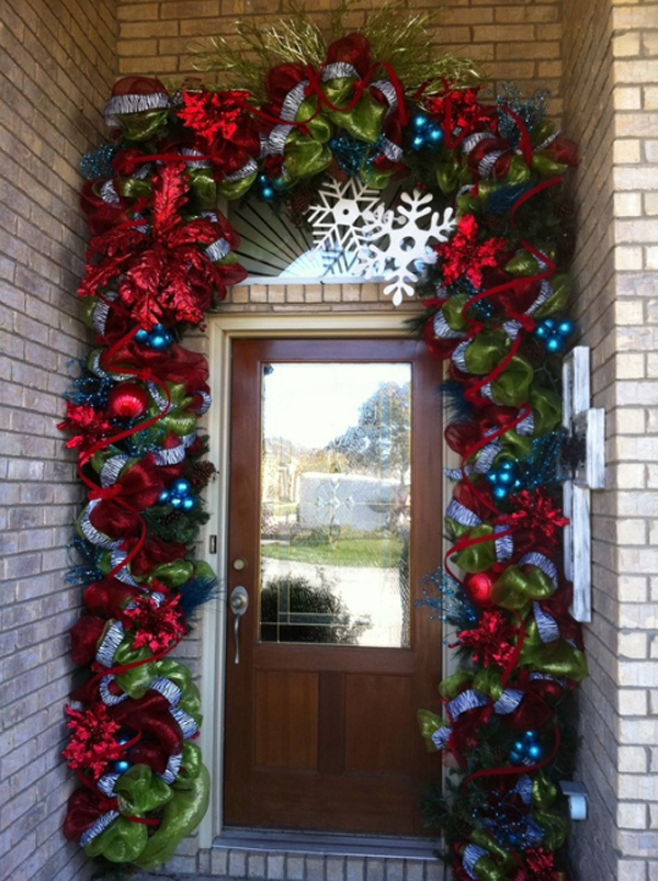 15 christmas doors with flower ornaments home design and for Door xmas decoration ideas