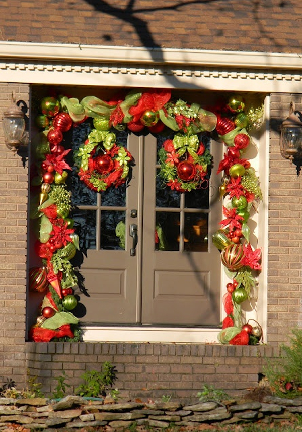 & christmas-ornaments-with-door-decorations