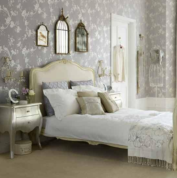 Floral bedroom furniture with wallpaper ideas for Floral bedroom decor