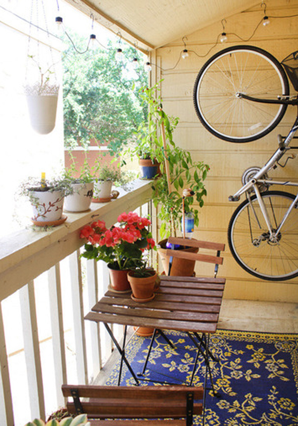 Garden decorations for small balcony for Small garden decoration