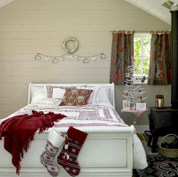 Inspiring-rustic-bedroom-for-christmas-decoration