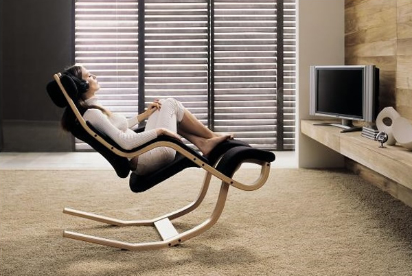 Modern and relaxing chair by peter opsvik for Relaxing chair design