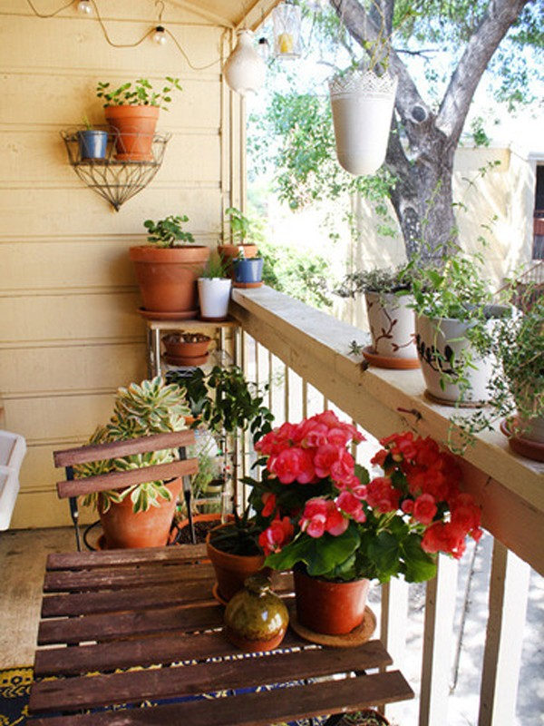 Small balcony garden design ideas for Small outdoor decorating ideas