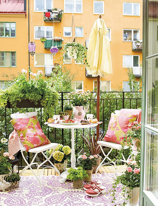Small outdoor furniture balcony ideas for Outdoor balcony decorating ideas