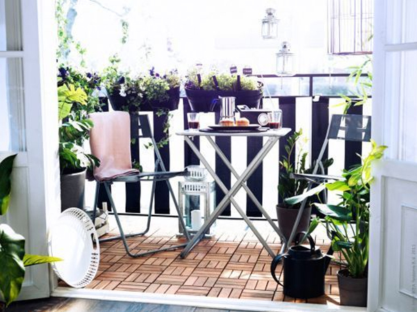 Small outdoor furniture balcony with flower decoration for Decorating small outdoor balcony