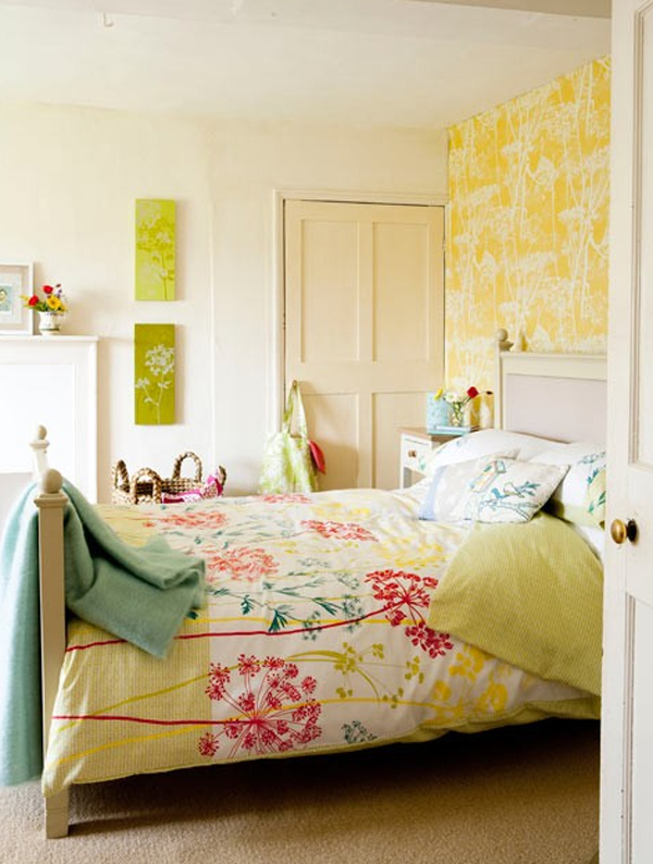 yelow-bedroom-ideas-with-floral-wallpaper