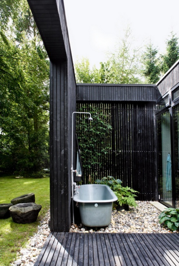 Awesome outdoor bathroom decorations for Outdoor bathroom decor