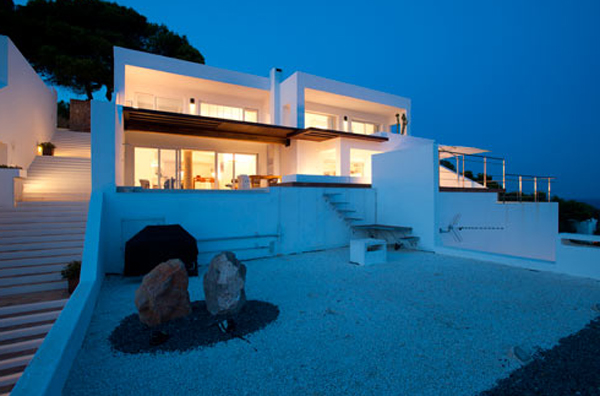 Beach House Design Located In Spain By Juma