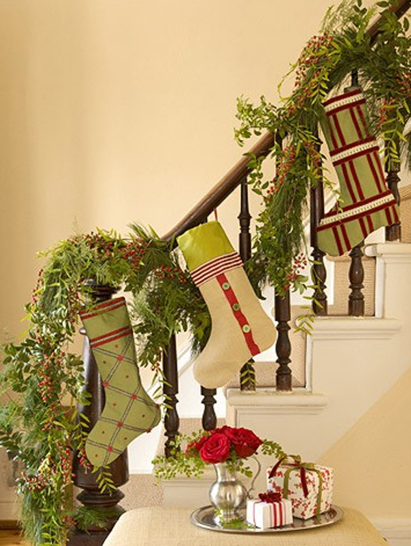 beautiful-christmas-decorating-for-stair-design