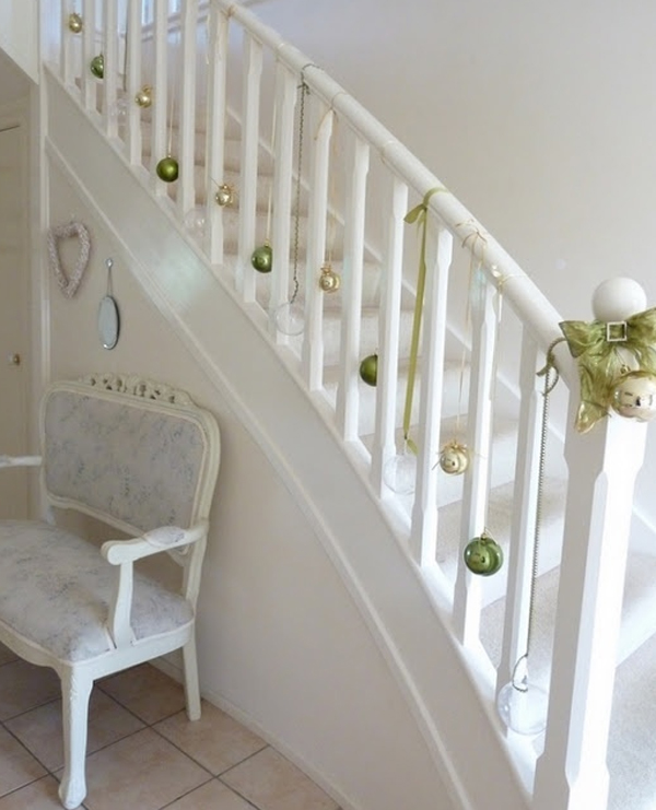 beautiful-christmas-ornament-for-stair-ideas