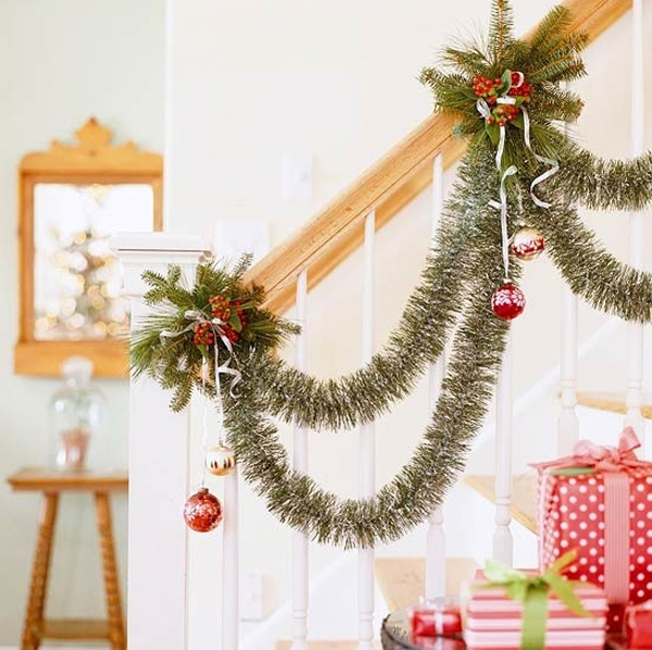 Beautiful Christmas Ornaments For Stair Ideas