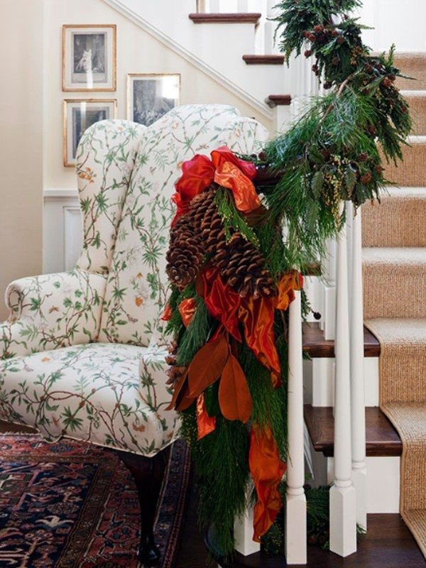 Beautiful Christmas Decorating For Stair Design