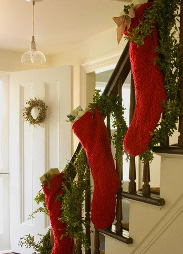 beautiful-christmas-stair-decoration-ideas