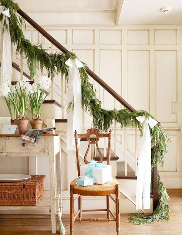 beautiful-christmas-stairs-decor