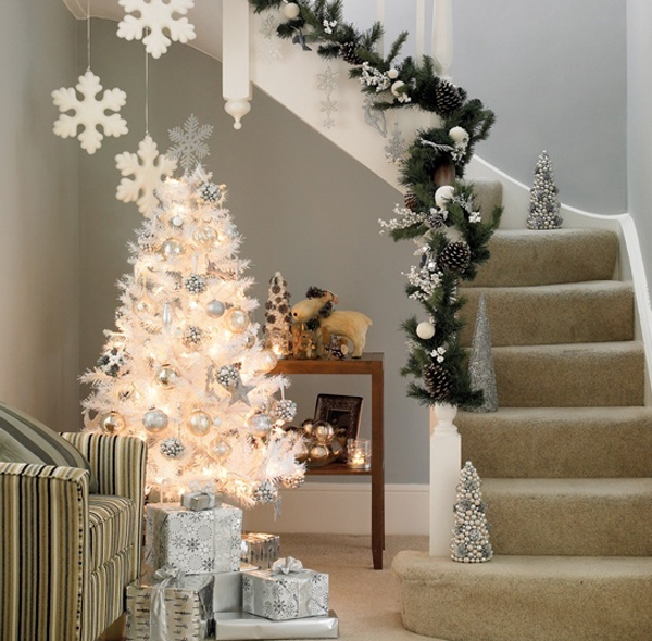 beautiful-christmas-tree-with-stair-ideas