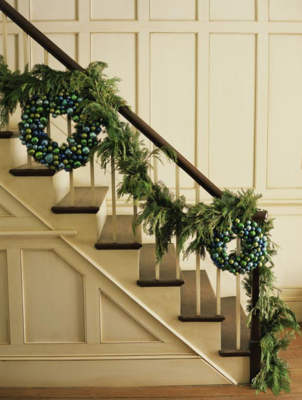 Beautiful christmas stair garland ideas for Stair railing decorated for christmas