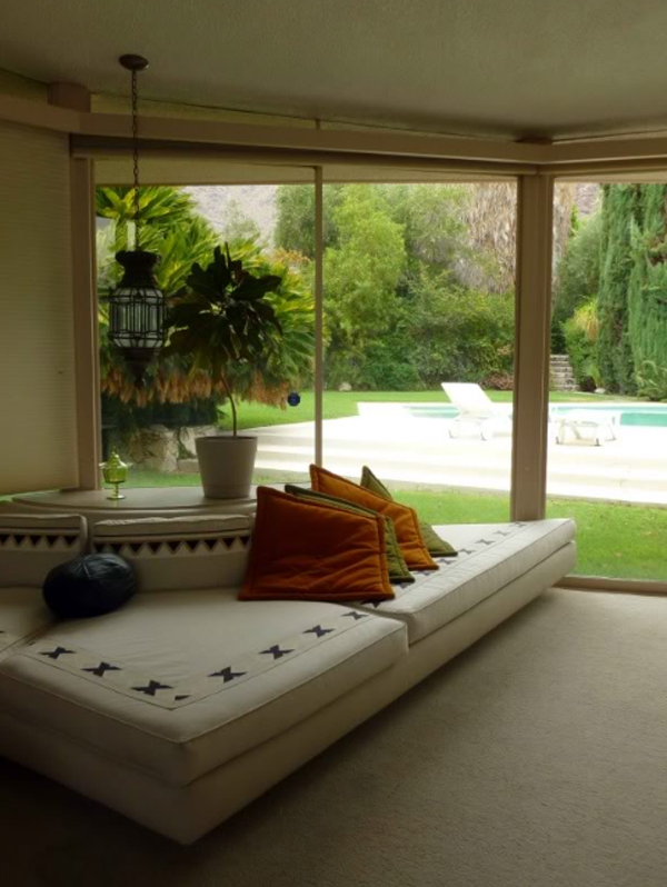 elvis-honeymoon-house-with-sofas-in-palm-springs