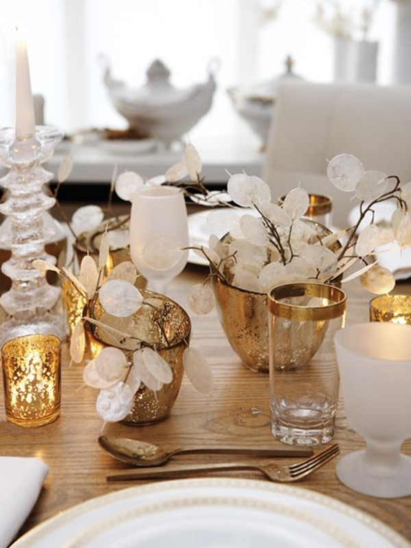 gold-christmas-table-settings