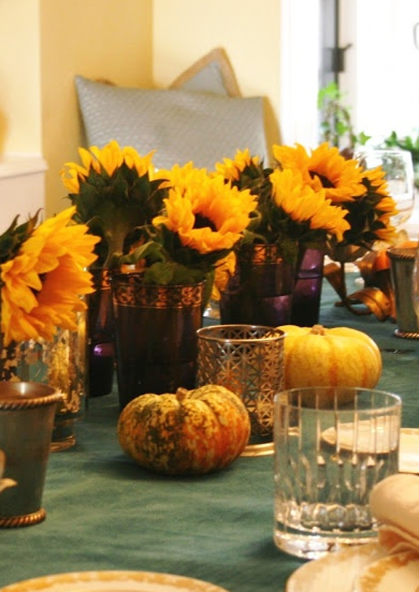 Gorgeous And Awesome Thanksgiving Table With Flower Decorations