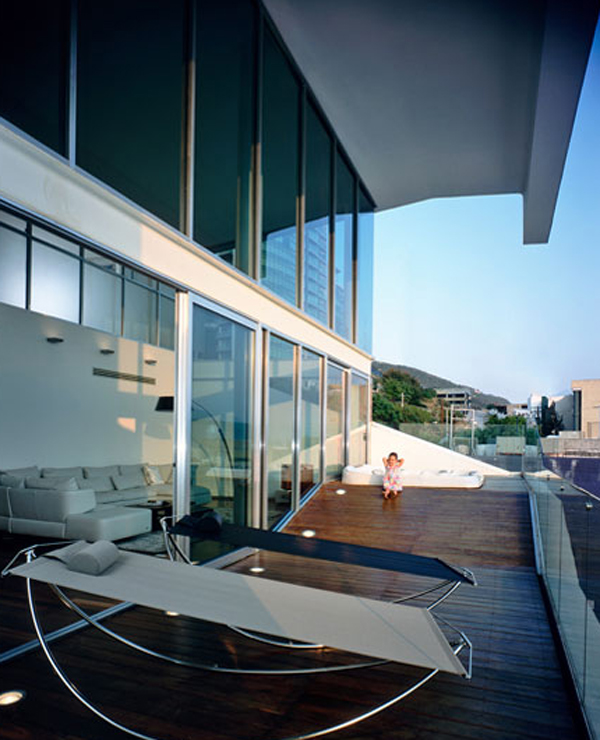 luxury-and-modern-house-with-glass-veranda-in-mexico - ^