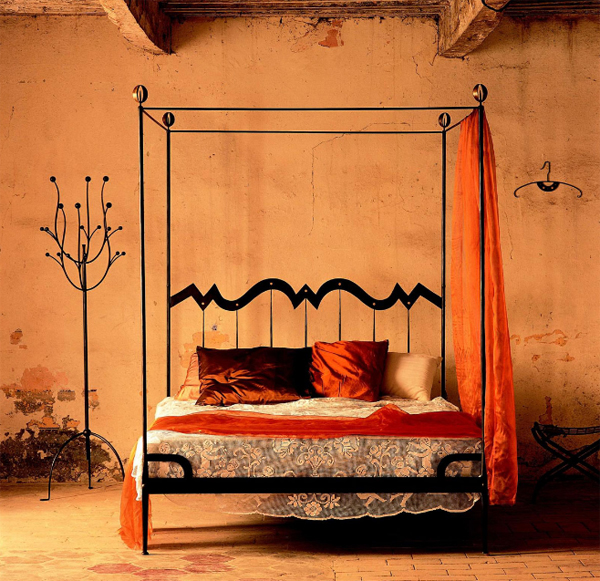 Minimalist classic bed with rustic design home design for Vintage minimalist interior design