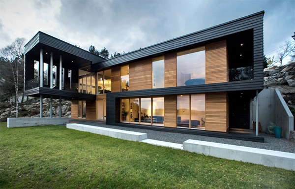 Scandinavian Wooden House With View Of The Beach Home
