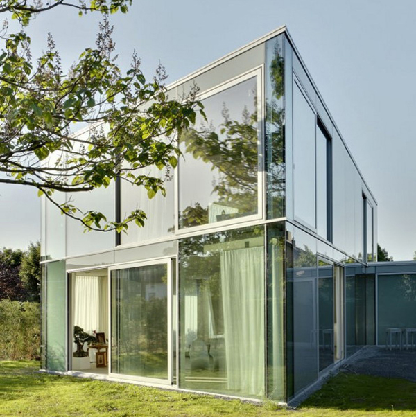 Stylish minimalist house with glass architecture in for Architecture home glass
