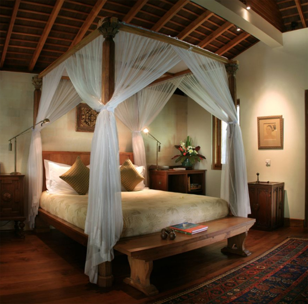 traditional-joglo-bedroom-in-villa-seminyak