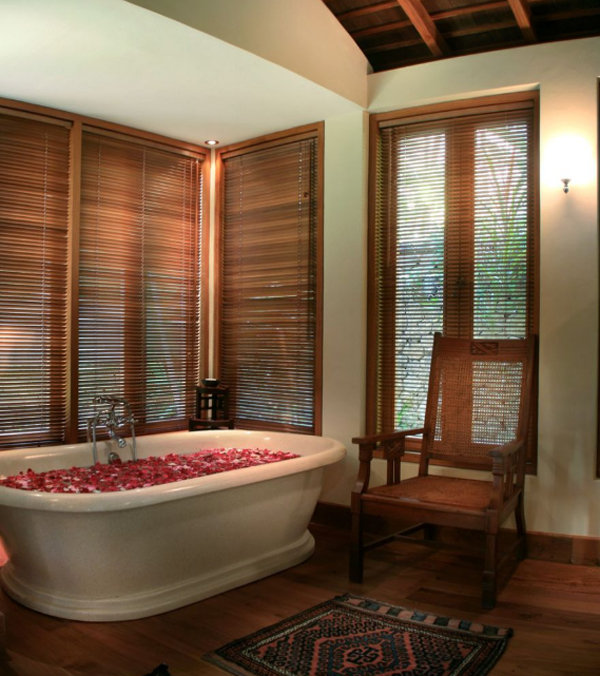 traditional-joglo-villas-with-bathtub-design-in-seminyak