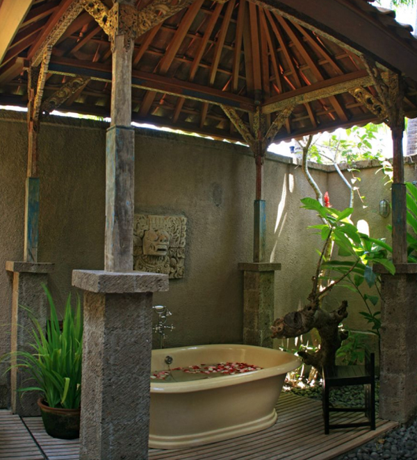 traditional-joglo-villas-with-outdoor-bathroom-in-seminyak