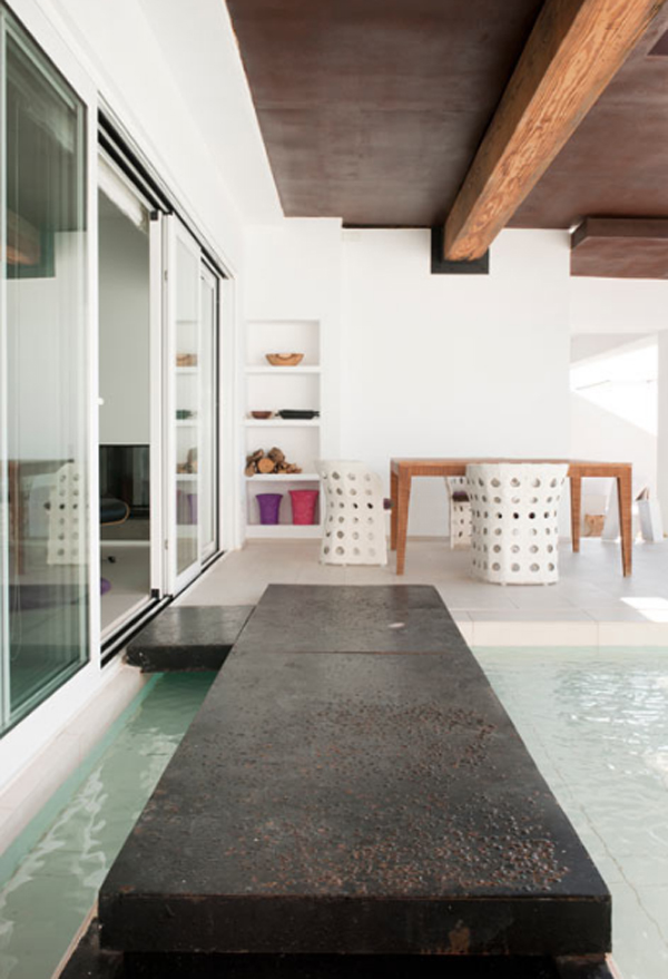 white-beach-house-decor-located-in-spain-by-juma-architects