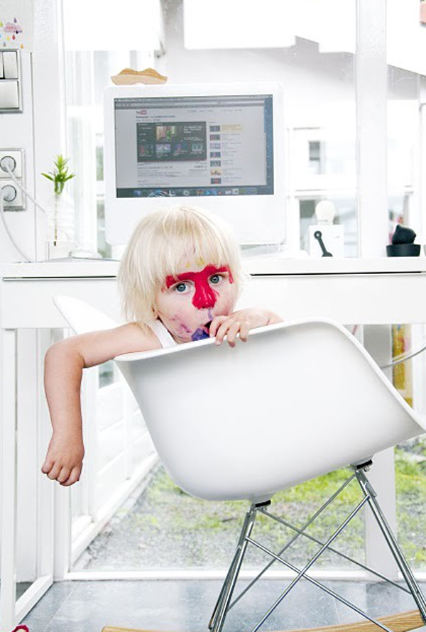 white-home-office-design-for-kids