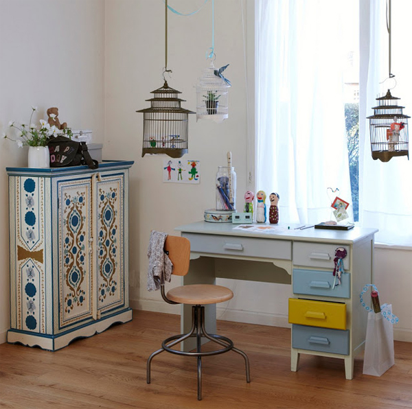 creative-and-classic-desk-space-for-kids