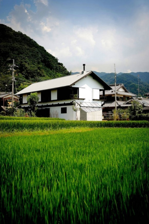 traditional-japanese-house-design-with-natural-elements
