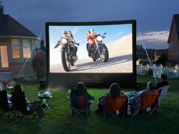 15-wonderful-backyard-home-theaters