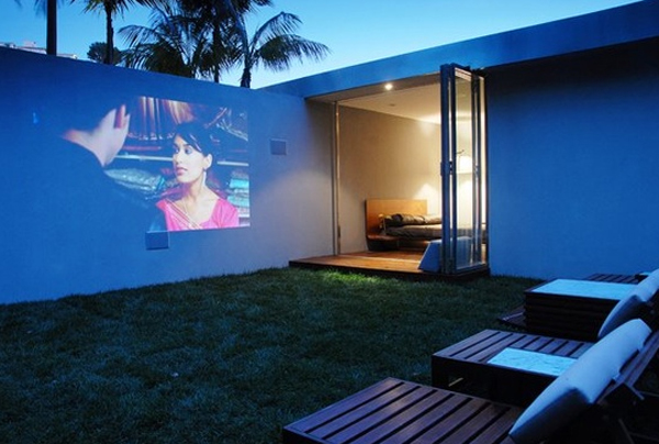 15-wonderful-outdoor-home-theater-images