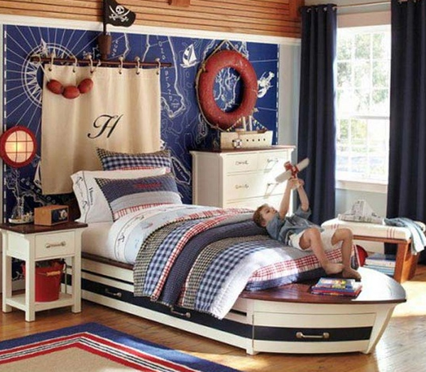 Cool boys bedroom theme with pirate ideas for Funky boys bedroom ideas