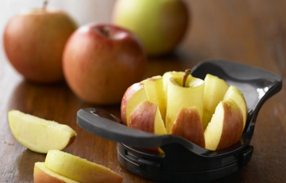 creative-and-fun-kitchen-gadget-with-apple-divider