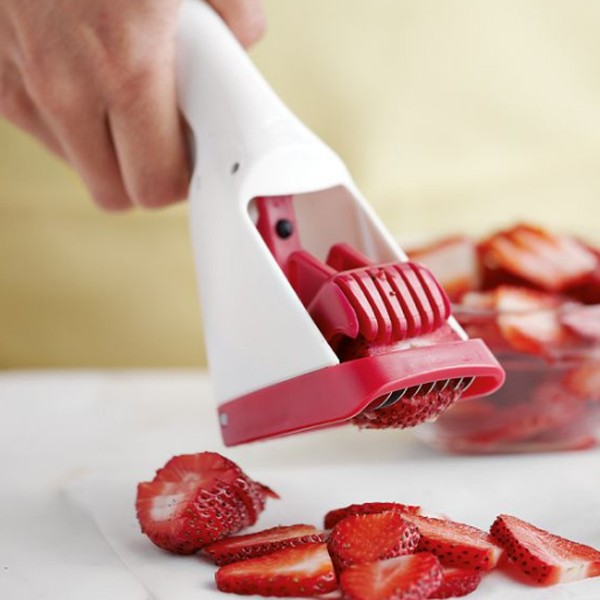 creative-and-fun-kitchen-gadget-with-strawberry-slicer