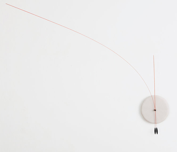 decorative-wall-clock-with-minimalist-style