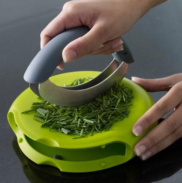 kitchen-appliances-with-compact-herb-chopper