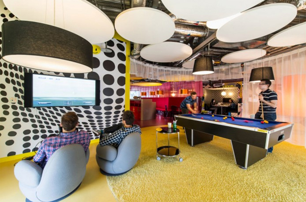 latest-google-office-space-with-modern-bar