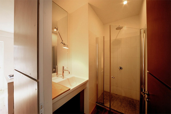 small-apartments-with-bathroom-design-located-in-turin